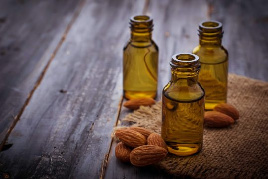 beneficial properties of sweet almond oil for the face